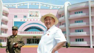 24 fotek, které ilustrují severokorejskou posedlost obrovskými a divnými budovami