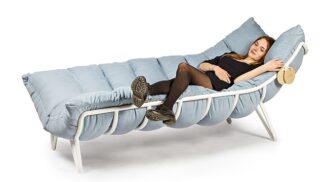 Začínající designérka navrhla mazlicí pohovku, s níž budete chtít zůstat single nadosmrti