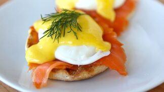 To je splněný sen: Pomocí mikrovlnky připravíte vejce Benedikt za pouhých 15 minut!