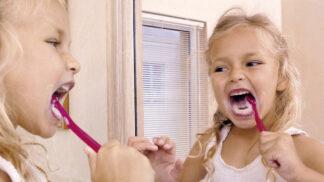Čištění dětských zoubků: Jak udělat z neoblíbené dětské povinnosti zábavu