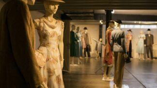 Tip na výlet: Brněnská vila Tugendhat hostí výstavu kostýmů velkofilmu Skleněný pokoj