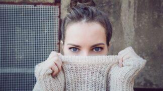 Jak správně prát svetry, aby pořád vypadaly jako nové. Odteď už žádné žmolky a sražené či vytahané kousky