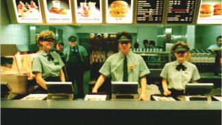 Retro McDonald's: Jak vypadala otvíračka tohoto prvního fast foodu v březnu 1992?