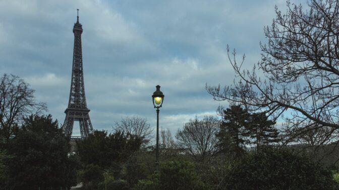 Před 130 lety byla dostavěna slavná Eiffelovka: Tohle jste o ocelové krásce nejspíš nevěděli