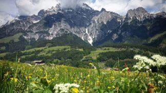 Užijte si akční léto! Vyzkoušejte horská elektrokola, zdolejte ferratu a zrelaxujte se v sauně s výhledem na Alpy