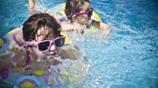 Dobrodružství s dětmi: První letní dny se hlásí o slovo, vyrazte za dinosaury, motýly nebo na obří vodní skluzavku!