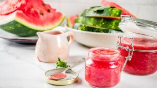 Originální šťavnaté džemy: Jak na melounový s malinami nebo višňový s borůvkami a rybízem