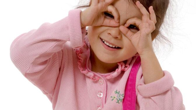 Nejdůležitější lidský smysl: Vývoj dětského zraku od narození až po pubertu. Kritický je první rok!