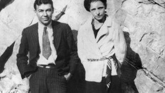 Tajemství smrti gangsterských milenců Bonnie a Clydea. Schytali celkem 81 kulek
