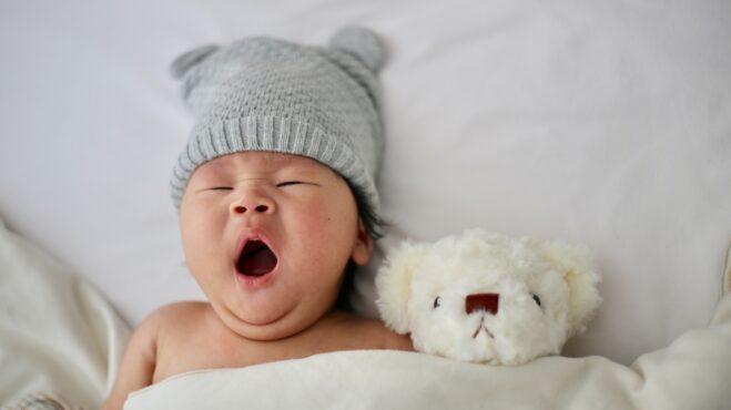 Thumbnail # Hladit po čelíčku směrem knosu: Rady, jak utišit plačícího novorozence