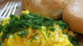 Luxusní míchaná vejce? Mohou být upražená na kámen, nebo jemná a lehounká