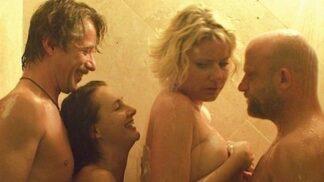 Hřebejkův lechtivý film Svatá čtveřice: Exotické exteriéry, erotické téma, jinak slabota
