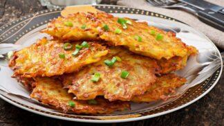 Křupavé bramboráky krok za krokem: Proč použít moučné brambory a jemné struhadlo