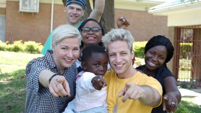 Milan Peroutka složil mezinárodní hymnu pro neslyšící děti, zpívat se bude v 9 jazycích!