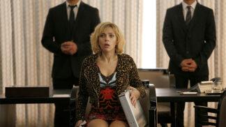 Akční thriller Lucy se  Scarlett Johansson v hlavní roli. Původně byla role nabídnuta Angelině Jolie i těhotné Mille Jovovich