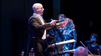 Velkolepá hudební show představí nejlepší zpěváky londýnského West Endu i spojení symfonického orchestru s rockovou kapelou
