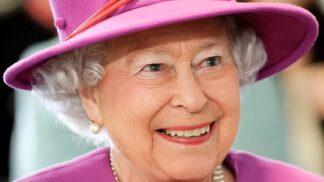 Britská královna Alžběta II. kupuje přes 600 vánočních dárků. Utratí za ně 900 tisíc korun