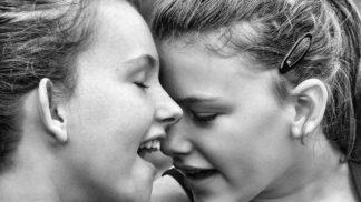 5 důvodů, proč je starší sestra jedním z nejdůležitějších lidí ve vašem životě
