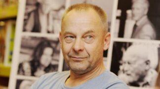 Režisér Václav Marhoul slaví 60. narozeniny. Jeho Nabarvené ptáče mohlo získat Oscara, lidé při něm utíkali z kin