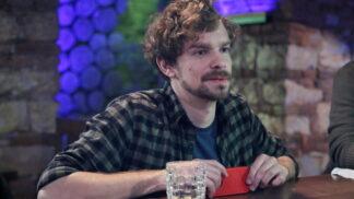 Startuje Po hlavě, nový komediální seriál o nevyzrálém smolaři se sexy mozkem