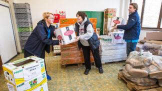 Přebytky potravin už nekončí v koši! Tesco už daruje potraviny ze všech 190 obchodů