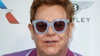 Sir Elton John kvůli zdravotním problémům zrušil své koncerty na Novém Zélandu. Co ho trápí?