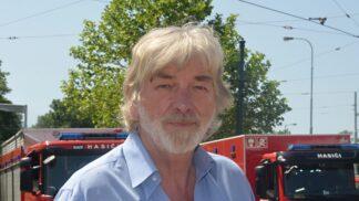 Vladimír Kratina slaví 68. narozeniny: Byl zatčen za znevažování rudé vlajky, s policisty se při zatýkání pral